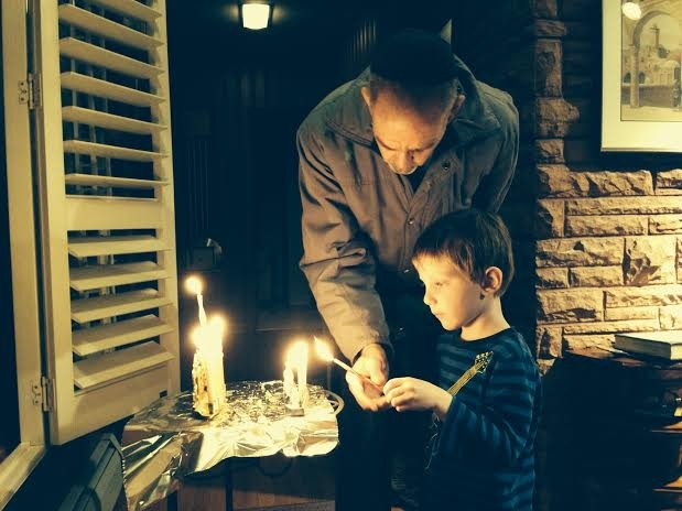chanukah lighting
